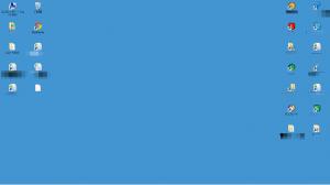 青色の背景の場合のデスクトップ画面