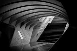 長い階段があるとエスカレーターに並ぶ自分、楽に無心で階段を上ぼる方法はこちら!